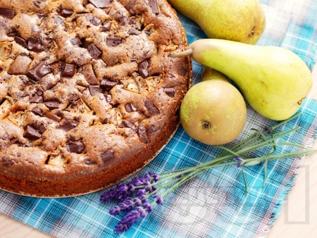 Лесен сладкиш с круши и шоколад - снимка на рецептата
